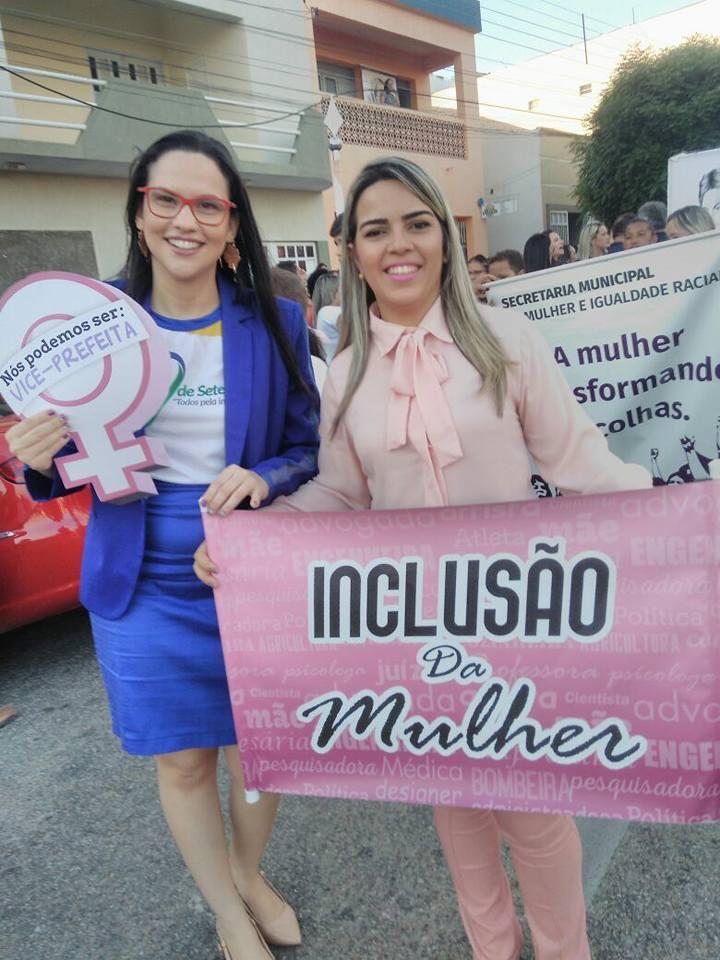 A vice-prefeita de Apodi, Hortência Regalado, juntamente com a Secretária da Mulher Valdênia Morais, na Ala Feminina no Desfile da Independência em Apodi.