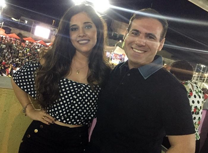 O fisioterapeuta Oséas Rodrigo com a namorada Andressa curtindo a Finecap nos camarotes.