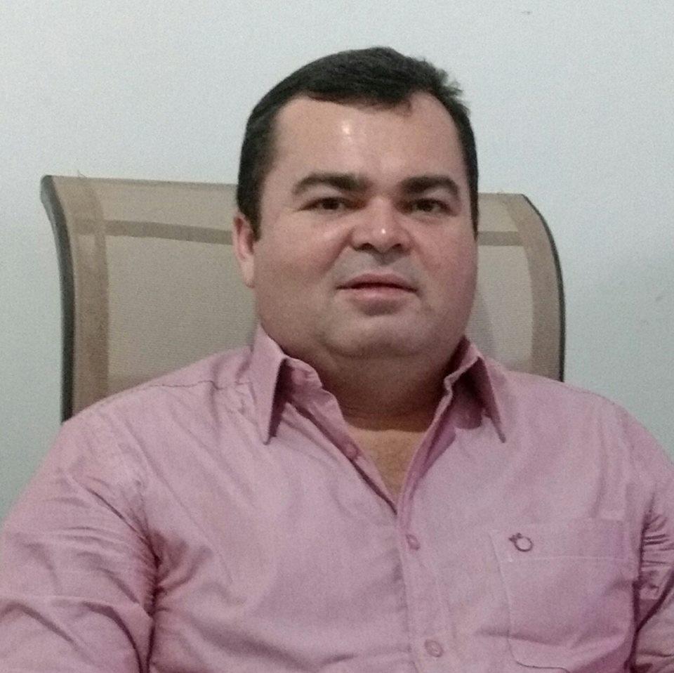 """O diretor do CDP de Apodi, Márcio Morais, lança seu livro """"Por Trás das Grades"""". Sucesso!"""