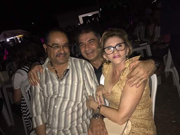 Tácio Garcia, Gabriel Barcellos e Fátima Gondim comemorando o grande sucesso do cantor Fagner no Hotel Thermas.