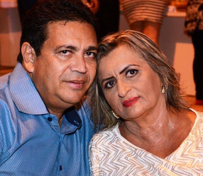 Vivas para o amigo José Ailton Farias, na foto com a amada Leonia e nós claro desejamos tudo de melhor!