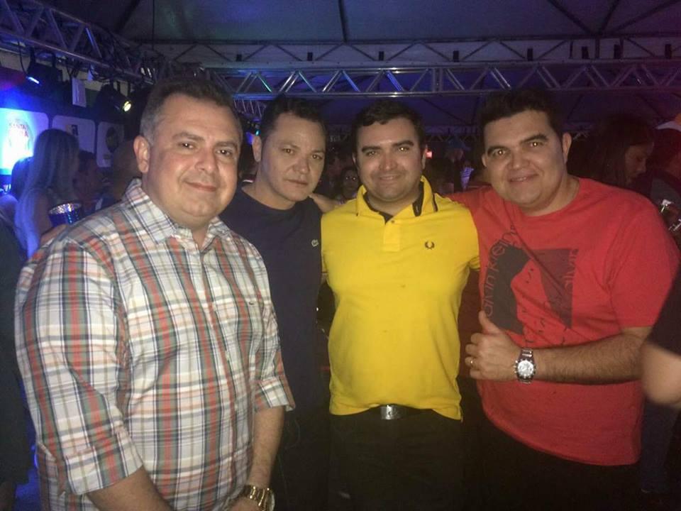 Já no Camarote Rio Grande estivemos com Alexandre Aquino, chefe de gabinete me pau dos Ferros e com os empresários Paulinho e Romulo, do Rio Grande Supermercados.