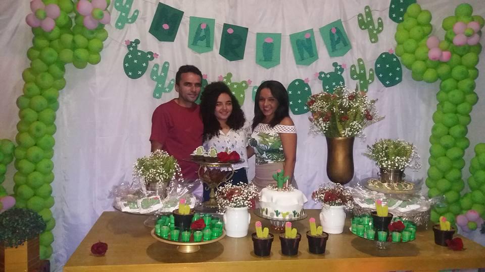 Amanhã é dia de bolo e guaraná para o amigo Marcos Marcelo Benevides, ladeado pela filha Marina Laila e a esposa Mara Dantas. Parabéns!