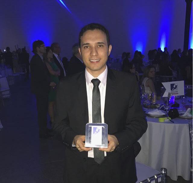 Henrique Teixeira, da equipe Bradesco de Pau dos Ferros, recebeu o prêmio de reconhecimento profissional, em Fortaleza/CE. Parabéns amigo, sucesso!