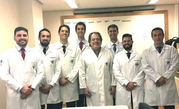 Dia 19 Outubro- Foi comemorado o Dia do Ortopedista. Parabenizar todos pela profissão linda e em especial ao amigo ortopedista, especialista em Ombro e cotovelo, Dr.Maxuelton Alves (a esquerda) com os amigos também ortopedistas.