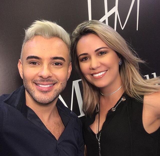 A Maquiadora Julia Paiva, participou de um evento de maquiagem em Natal/RN e registrou o momento com o grande Maquiador Helder Marucci.