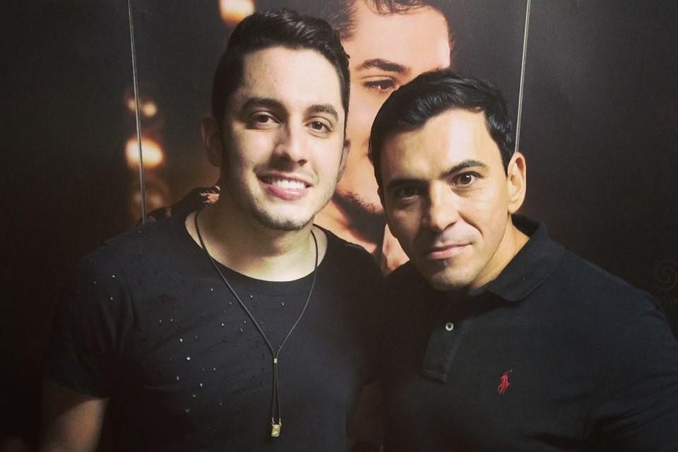 O cantor Jonas Esticado esteve de parabéns nesse dia 24/09,(sou fã de carteirinha) na foto com João Noronha do grupo Carnapau.