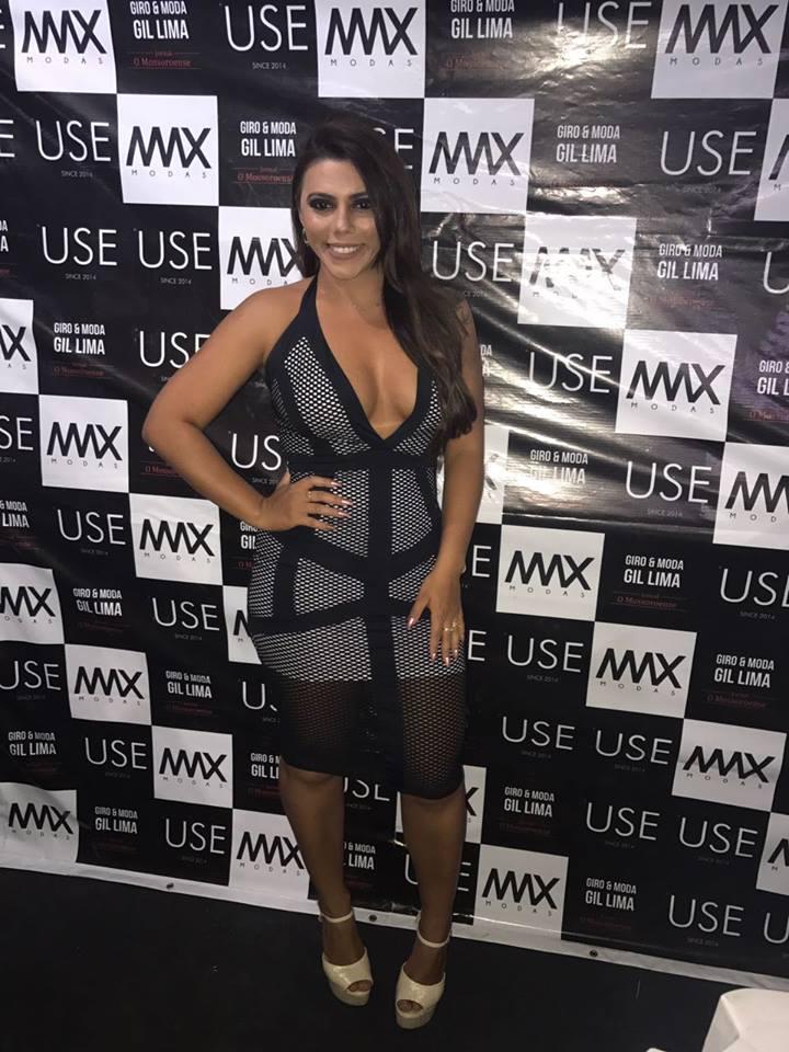 Natália Gonçalves esteve presente no camarote Max modas, espaço Giro&Moda e aproveitei para fazer o click desse Dress divo. De tecido mesh dress (tecido com furinhos) super tendência, Arrasou!