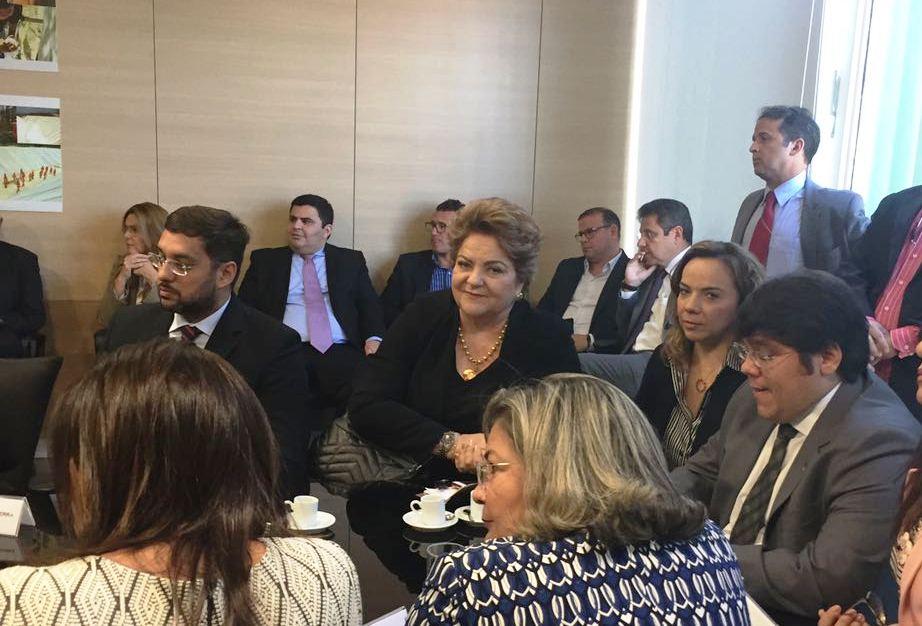Deputada estadual Larissa Rosado também participou da reunião.