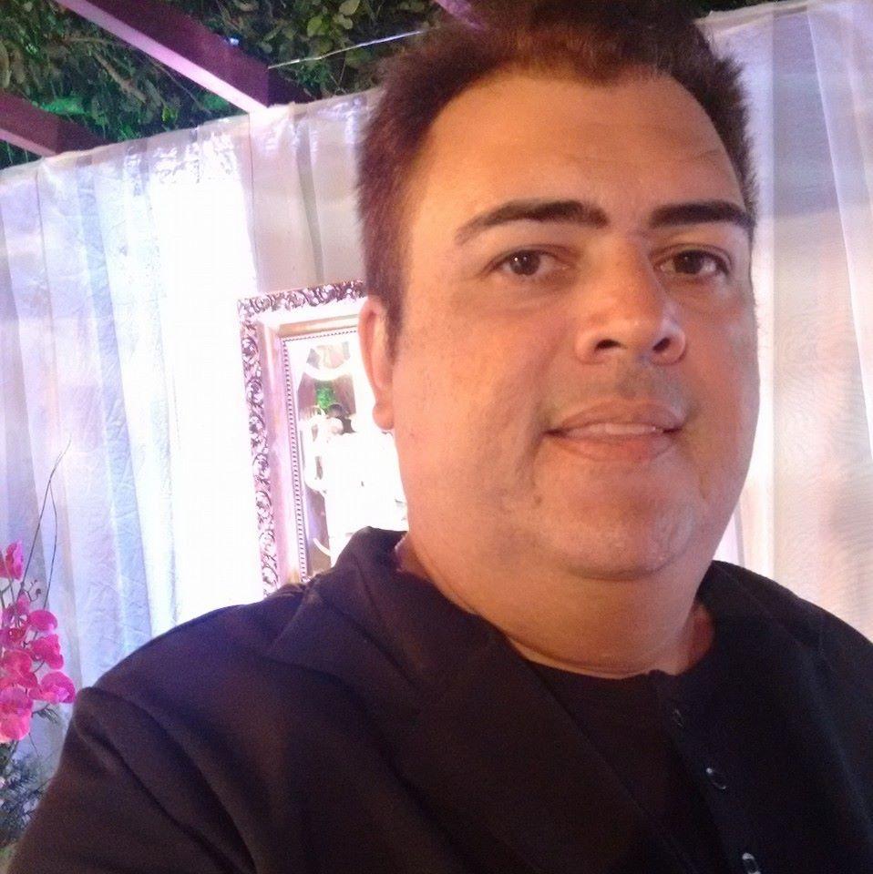 O colunista Apolion Rodrigues agendou para o dia 22 de outubro a comemoração dos seus 15 anos de colunismo social aqui no jornal O Mossoroense. Sucesso!