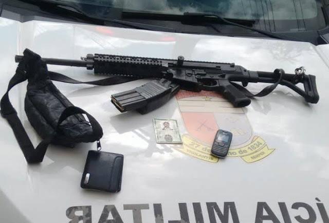 Na ambulância roubada, os PMs encontraram um fuzil.
