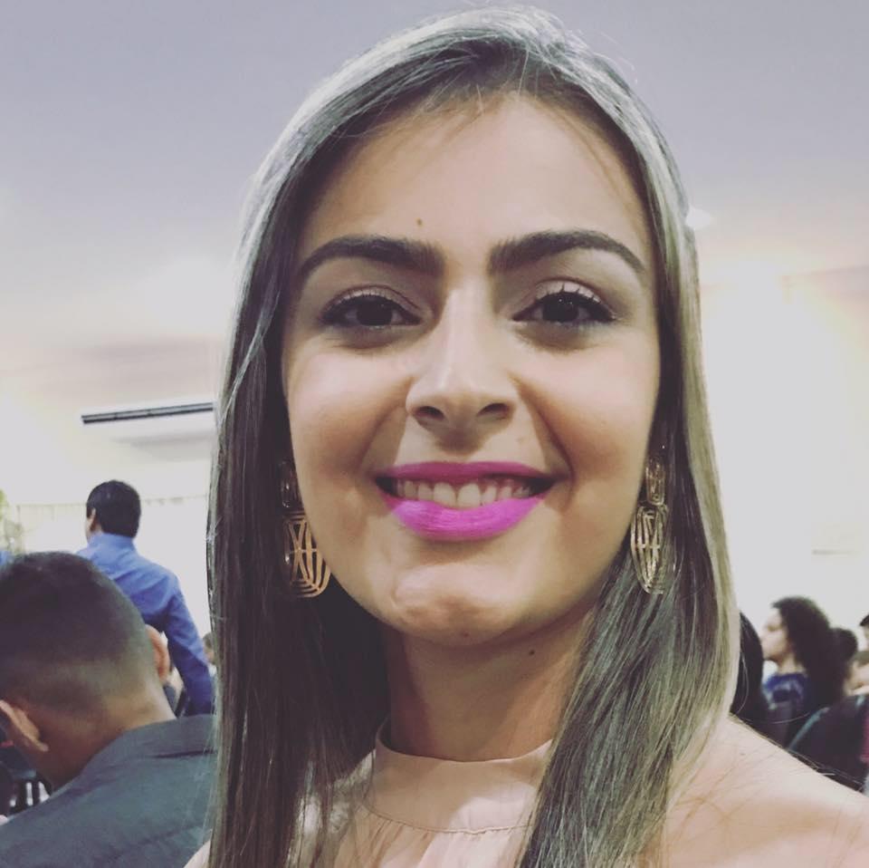 Enviamos votos de felicidades mil para Carla Linhares, caraubense radicada em Roraima que amanheceu de idade nova. Vivas!