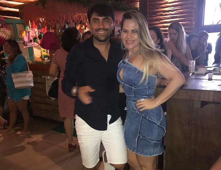 O Técnico do Globo FC, Luizinho Lopes, amanheceu de idade nova esta semana e recebe aqui os nossos parabéns. Aqui no clique com a irmã Mary Gleice.