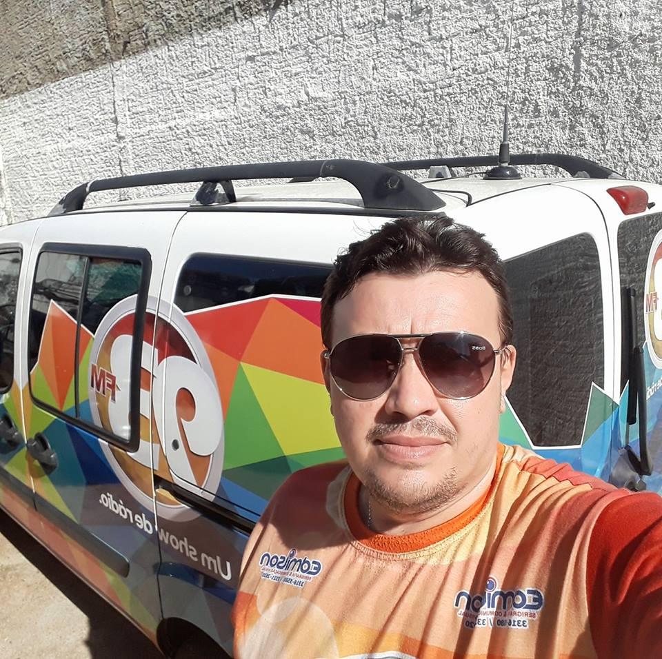 A Rede Resistência de Comunicação, leia-se Jornal O Mossoroense e 93,7 FM, está em festa pela passagem de aniversário de Radir Alves, nesta sexta-feira, 13. Felicidades!!!