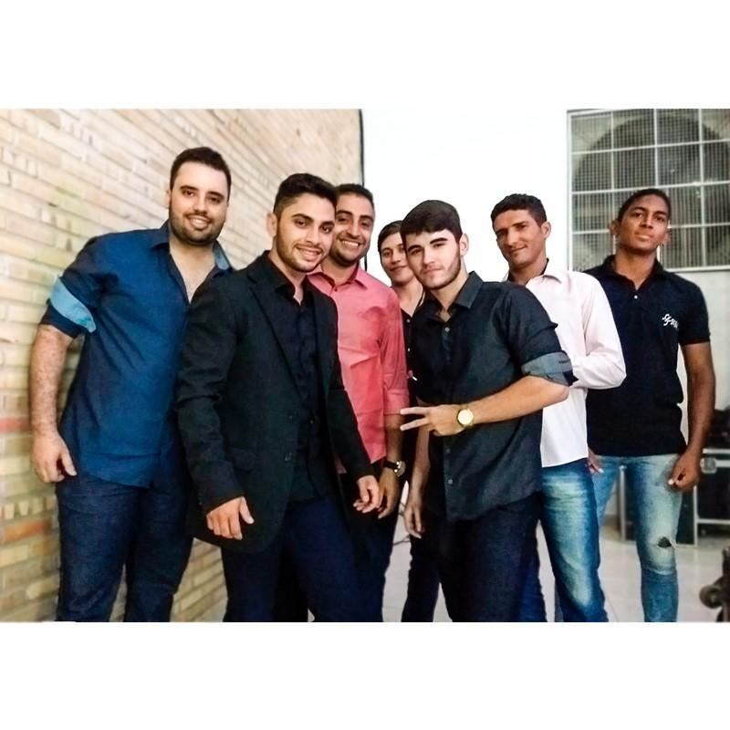 ErickRego(a direita) integrante da BandaSkemasertanejo de Pau dos Ferros, hoje comemora mais um ano de vida.