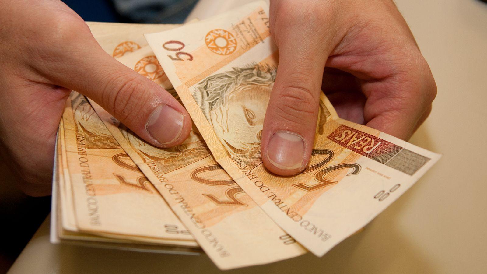 Salário de servidores que recebem até R$ 2 mil será pago nesta quarta-feira