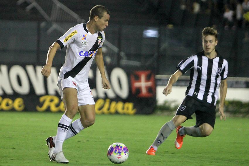 Vasco volta a contar com torcida no estádio em clássico contra o Botafogo