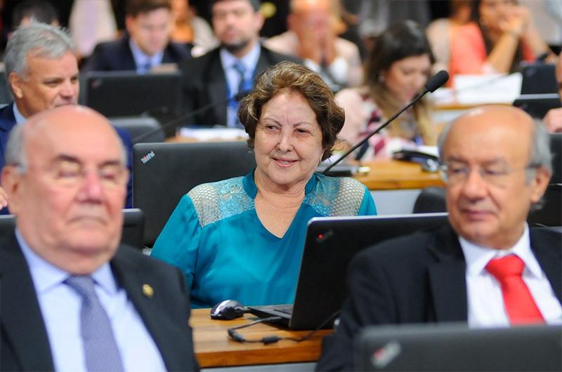 """Senadora Maria do Carmo Alves (DEM-SE), autora do projeto que permite a demissão de servidores por """"insuficiência de desempenho"""" (Foto: Pedro França – Agência Senado)."""