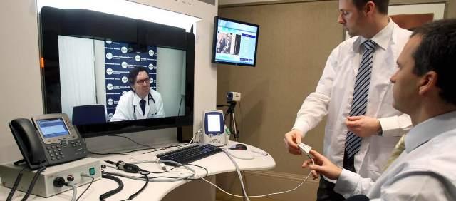 No Projeto de Telemedicina, a enfermagem realiza os exames e os transmite para a Central na cidade de São Paulo/SP e Uberlândia/MG.