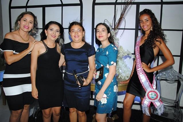 Maravilhosas na nossa noite De Repente 15: Reijane Fernandes, Caliene Bezerra, Licinha Gurgel, Giovana Góes e a Miss Teen Tayna Santos.