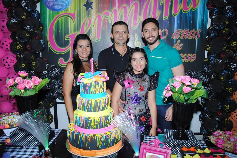 Família reunida nos Parabéns a Germana, o pai Baldo Oliveira, a mãe Samantha Maia, e o irmão Danilo Oliveira. Show!