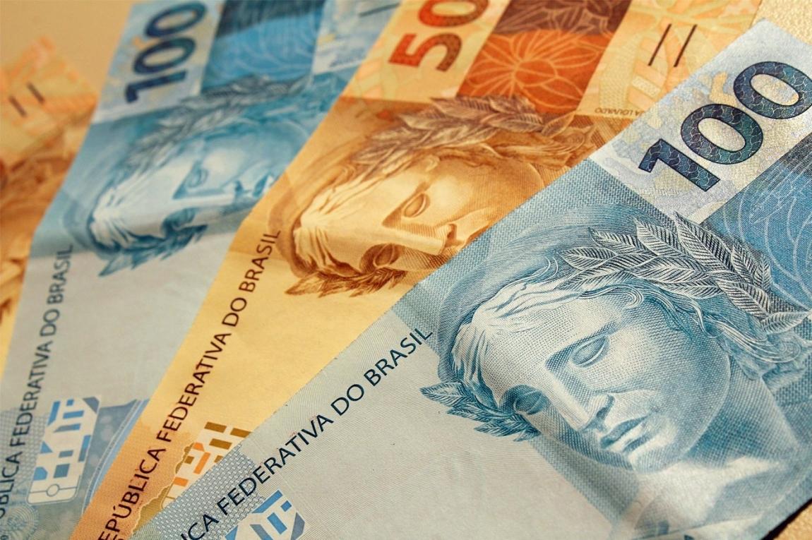 Pagamento do 13º salário deve injetar R$ 200 bilhões na economia