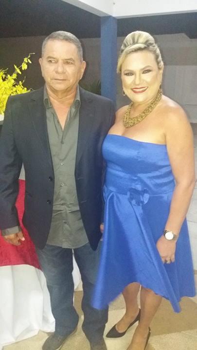 Vilmaci Viana com seu esposo Genival Viana, recepcionando os convidados para a cerimônia de posse.