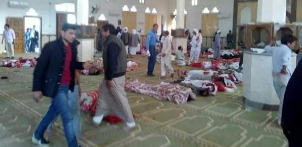 Ataque com bombas e tiros deixa mais de 150 mortos em mesquita no Egito