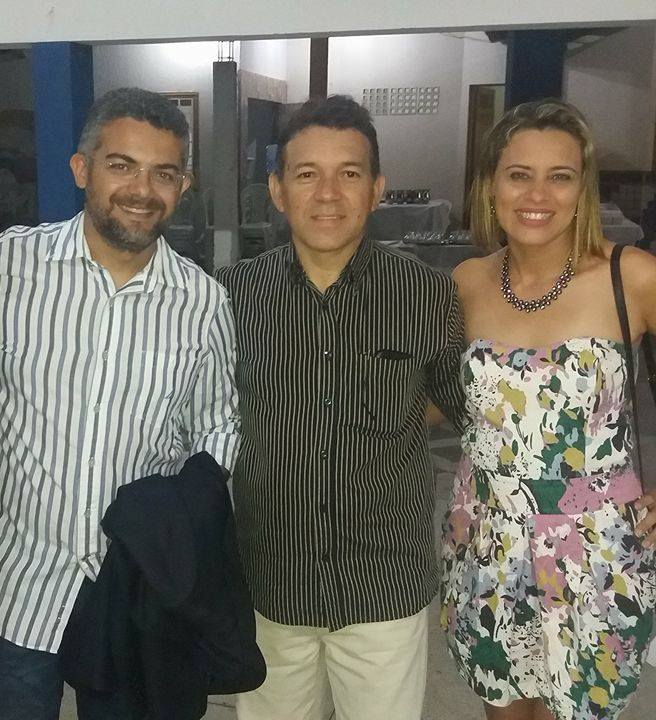 O jornalista José de Paiva Rebouças, Genildo e Márcia prestigiando o evento da APPOL em Apodi.