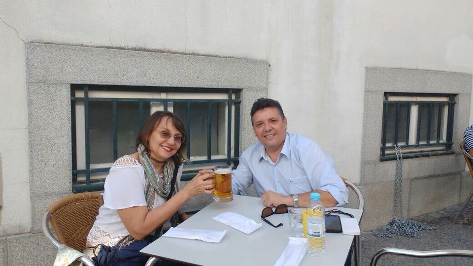 Um brinde para Dr. Gilton Sampaio, aniversariante ilustre do final de semana. Aqui no clique com a esposa Dra. Lucia Sampaio.