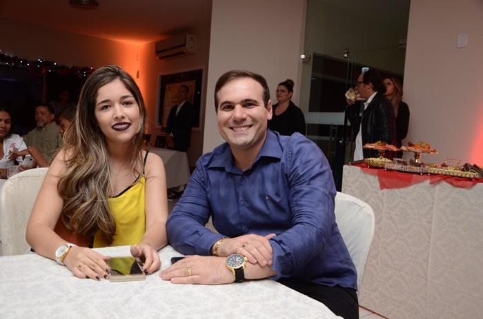 O fisioterapeuta Óseas Rodrigo com a noiva Andressa Lopes no lançamento do loteamento Campos Bell.