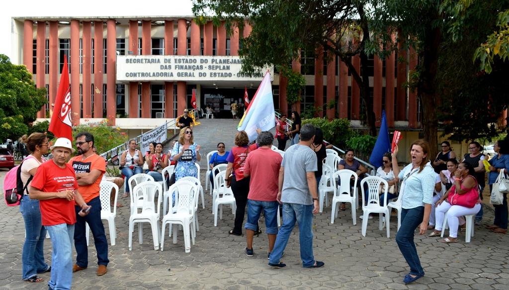 Justiça autoriza uso de força policial para retirar professores da UERN e servidores do prédio da SEPLAN