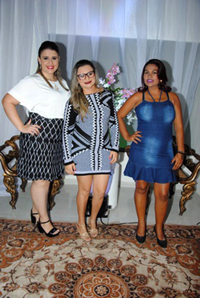 Sempre alinhadas e atenciosas: Isabella Fernandes, Mayara Pereira e Janete Ferreira na nossa noite de 22 de Outubro. Adorei!