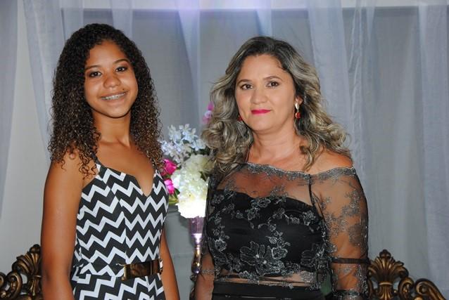 Na nossa noite De repente 15 a cabeleireira Rosalia Alves com a filha linda Tayná. Arrasaram!