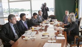 Ministro da Justiça Torquato Jardim (a esquerda) reúne-se com a presidente do STF, Cármen LúciaDivulgação/STF