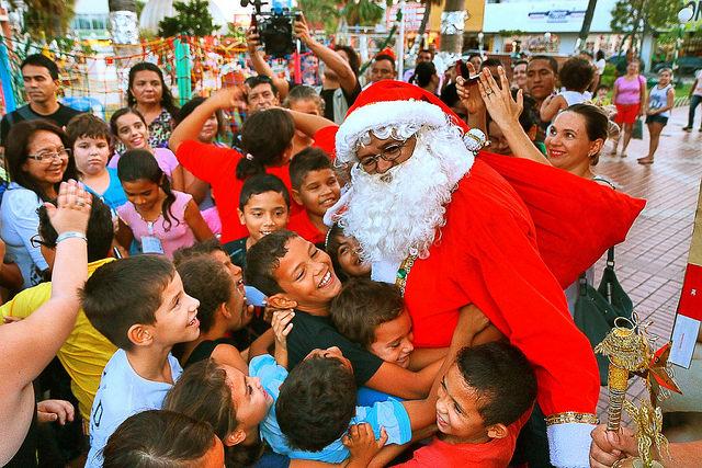 """Papai Noel recebe crianças na """"Praça do Pax"""""""