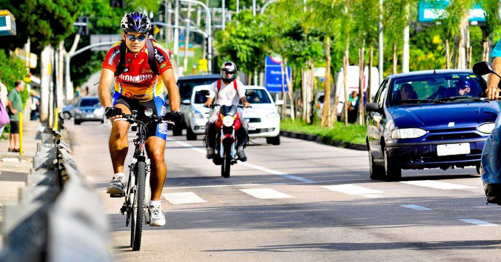 Veja as infrações que poderão resultar em multas para ciclistas e pedestres
