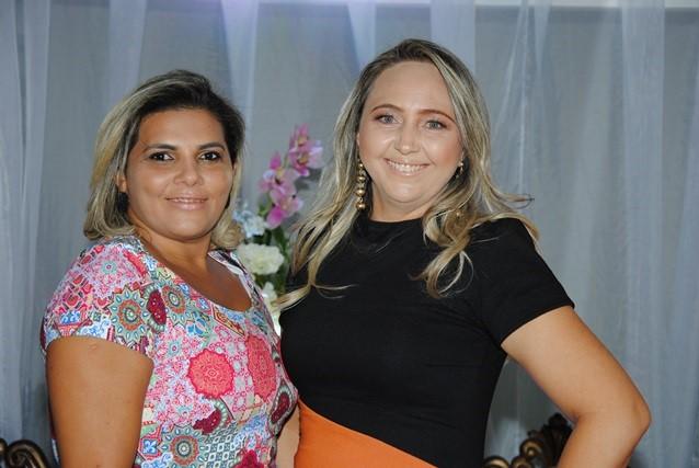 Adorei receber na nossa festa De Repente 15 as finas: Kaline Morais e Suiany Pamplona.