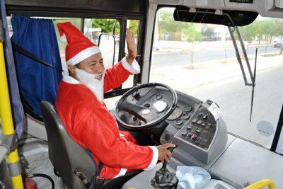 Papai Noel da Cidade do Sol atraiu atenção da população. Foto: Assessoria de imprensa