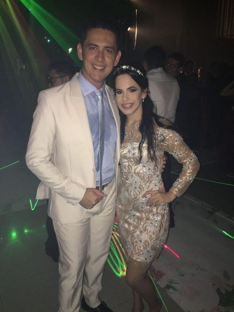 Finos e elegantes, Jose Ariclenes na Festa da linda Debutante Lara Brito XV, ontem no Garbos recepções em Mossoró. Chiquérrimos.