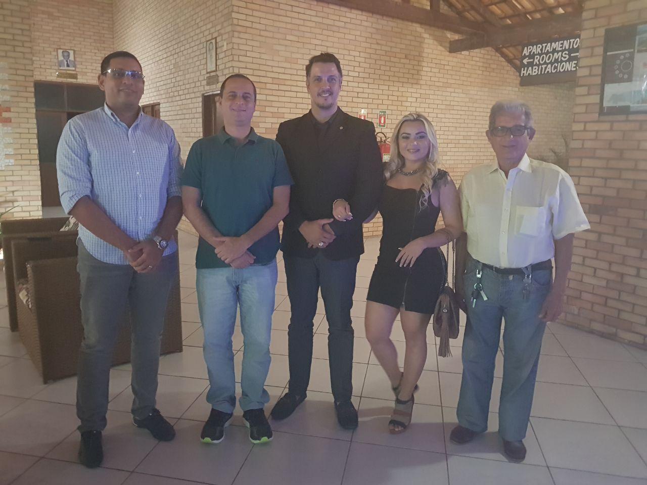 Do jantar em Areia Branca no Hotel Costa Atlântico presença do Capitão Guedes, Comandante Seiner, Comandante Igor Sanderson e sua esposa Roberta e o Comandante José Santos.