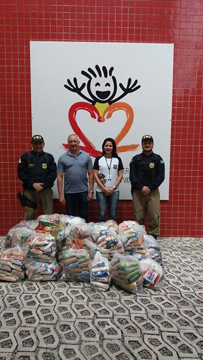 Policia Federal faz entrega de doações a instituições de apoio a crianças com Câncer