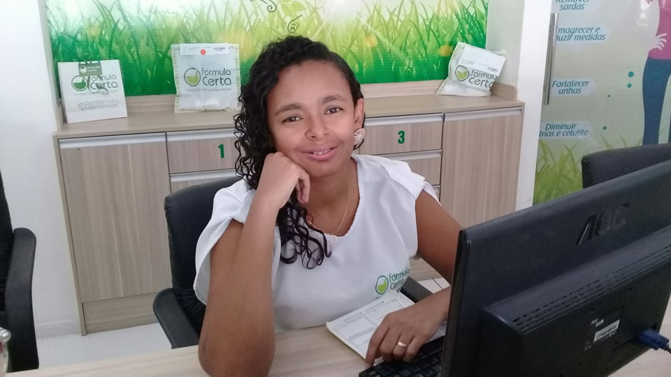 Querida a amiga Glória Cristina hoje celebra a festa da vida e nós é claro desejamos tudo de melhor sempre!