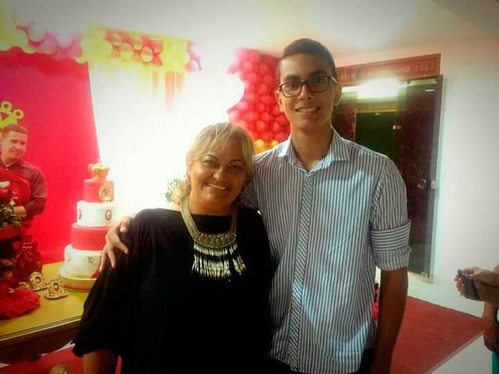 Amanhã todos os vivas para Pedro Lucas Soares, na foto com a mãezona Neuma Soares Batalha. Parabéns Pedro tudo de melhor sempre!