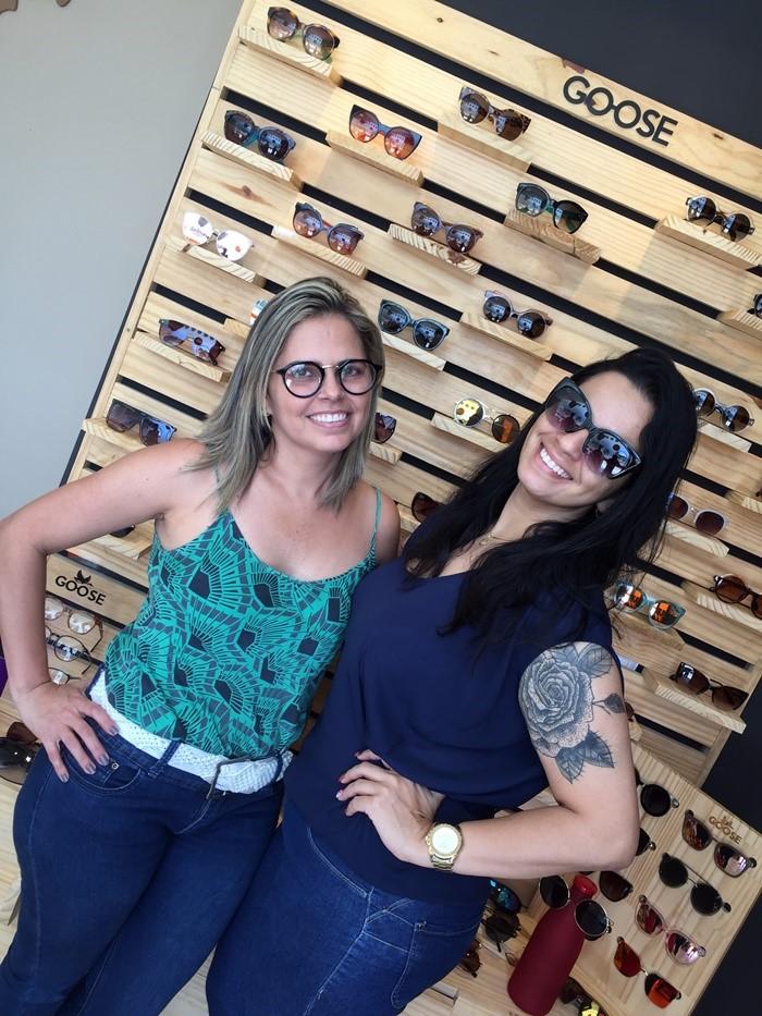 A empresária Virgília Aquino recebendo a radialista Adriana Isis na Goose, em Mossoró/RN.
