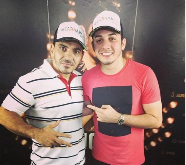João Noronha recebendo Jonas Esticado na Tradicional Festa de Dezembro.