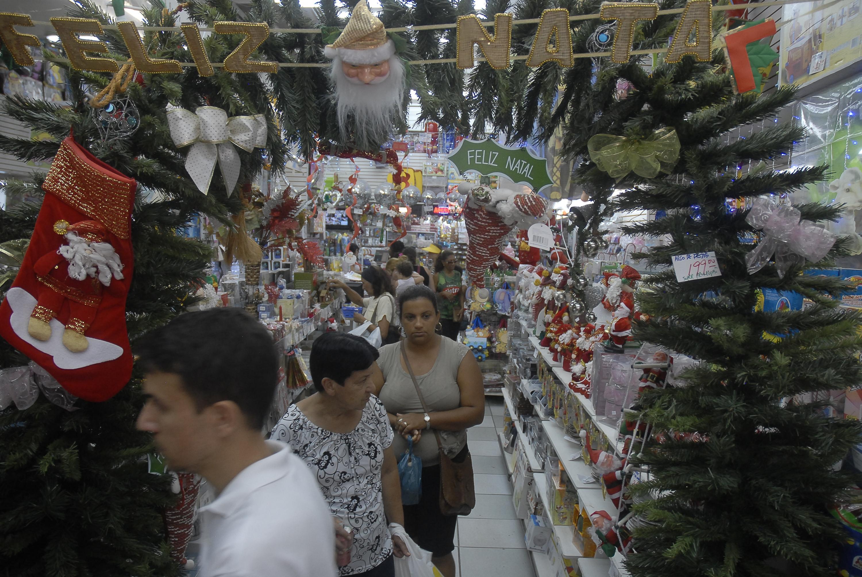 Consumidores tendem a gastar mais do que esperavam alguns meses antes das festas.