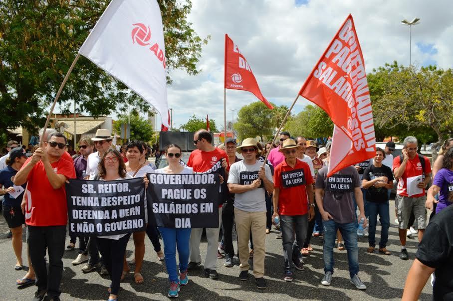 O encontro foi conseguido após os trabalhadores ocuparem o prédio da ALERN.