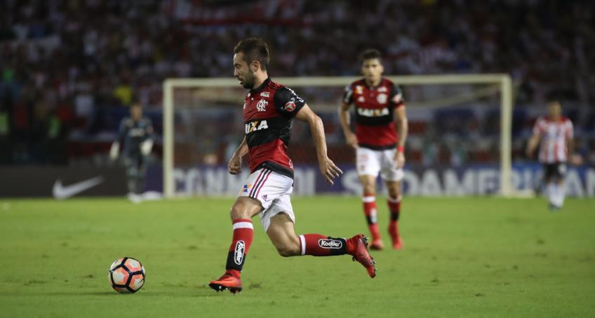 Com torcida de rivais, Flamengo busca título inédito da Sul-Americana nesta quarta
