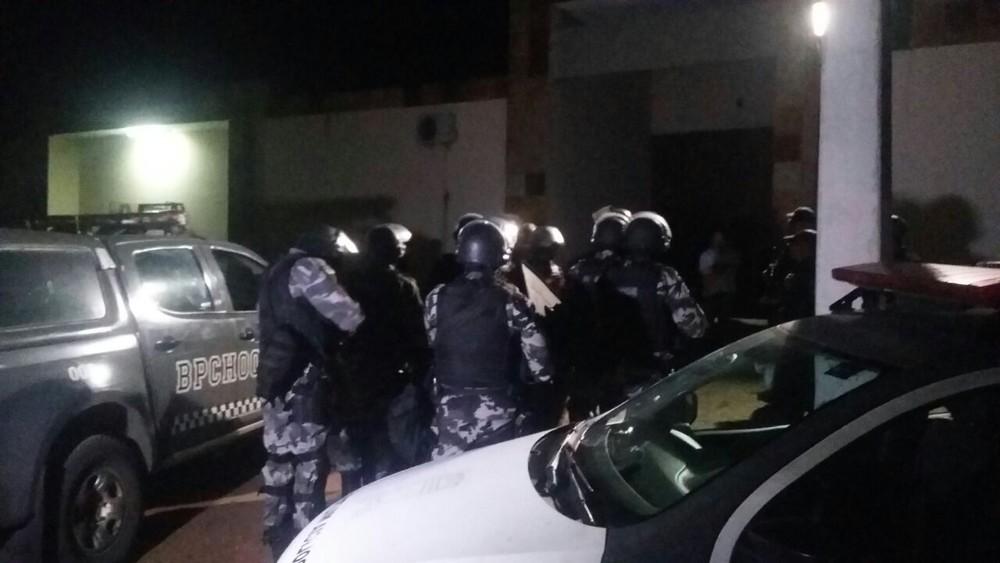 Motim só acabou após intervenção do Batalhão de Choque Ninguém ficou ferido (Foto: Reprodução InterTV Cabugi).
